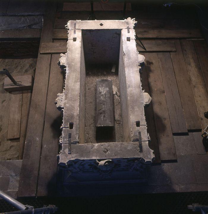 Der geöffnete Sarkophag mit dem Bleisarg der Königin Editha. © Landesamt für Denkmalpflege und Archäologie Sachsen-Anhalt, Juraj Lipták.