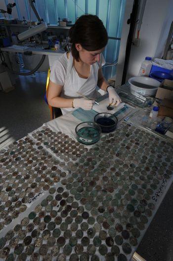 Einblick in die tägliche Arbeit in den Laboren und Werkstätten. © Landesamt für Denkmalpflege und Archäologie Sachsen-Anhalt, Juraj Lipták.