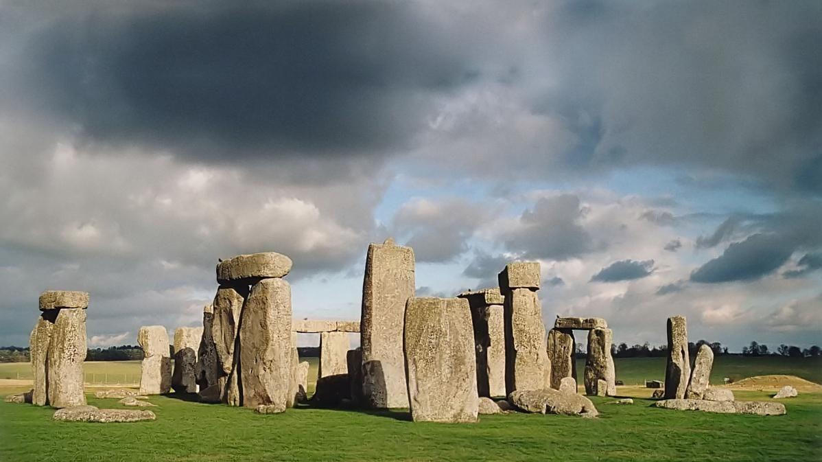 Die Steinkreise von Stonehenge. Welterbestätte und die einzige Anlage, die in Zeitstellung, Grundriss und Bedeutung mit dem Ringheiligtum Pömmelte vergleichbar ist. © Frederic Vincent.
