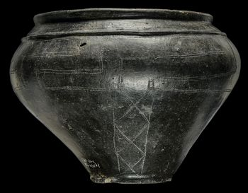 Urne aus dem Grab einer Hermundurin. Kleinzerbst, Lkr. Anhalt-Bitterfeld. © Landesamt für Denkmalpflege und Archäologie Sachsen-Anhalt, Juraj Lipták.