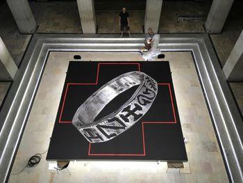 Der Paußnitz-Ring als Vorbote im Atrium des Landesmuseums. © Landesamt für Denkmalpflege und Archäologie Sachsen-Anhalt, Juraj Lipták.