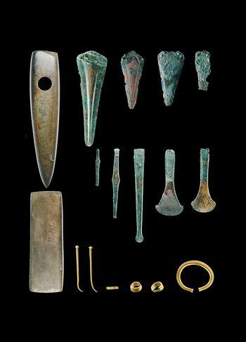 Die Funde aus dem Fürstengrab von Leubingen. © Landesamt für Denkmalpflege und Archäologie Sachsen-Anhalt, Juraj Lipták.