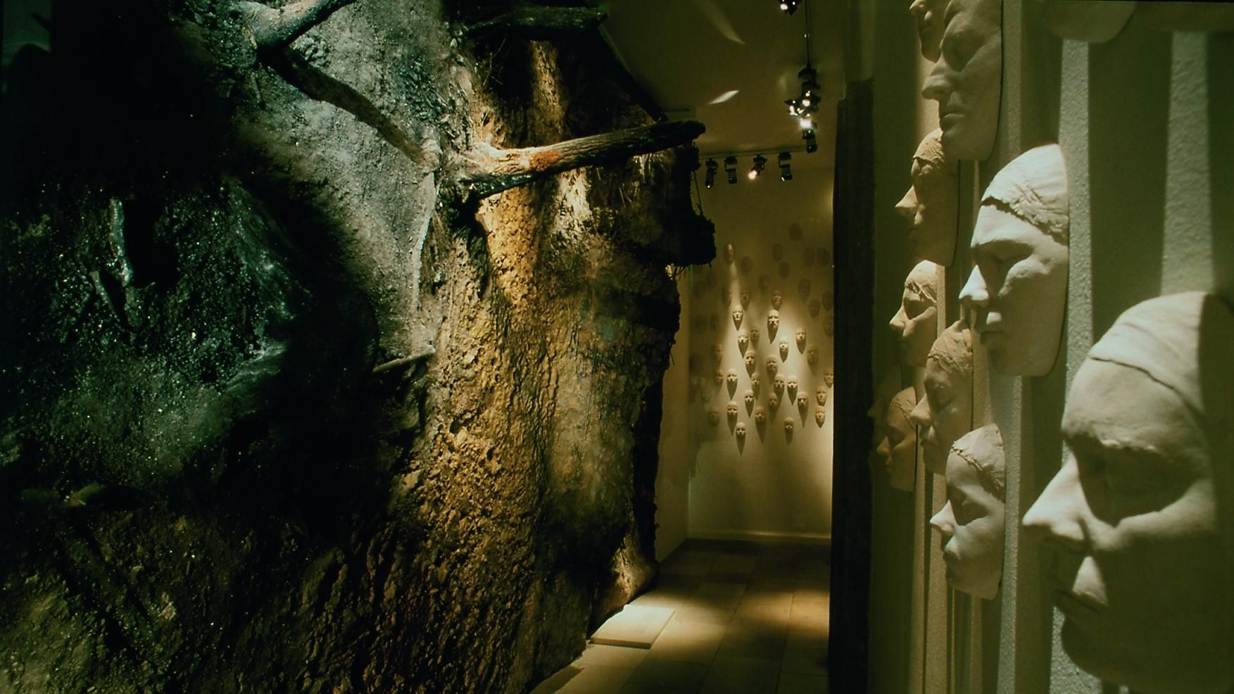 Cleared forest areas, waste pits and settlement remains, traces of cattle herds, people everywhere: this staging in the State Museum of Prehistory shows consequences of neolithisation. © State Office for Heritage Management and Archaeology Saxony-Anhalt, Juraj Lipták.